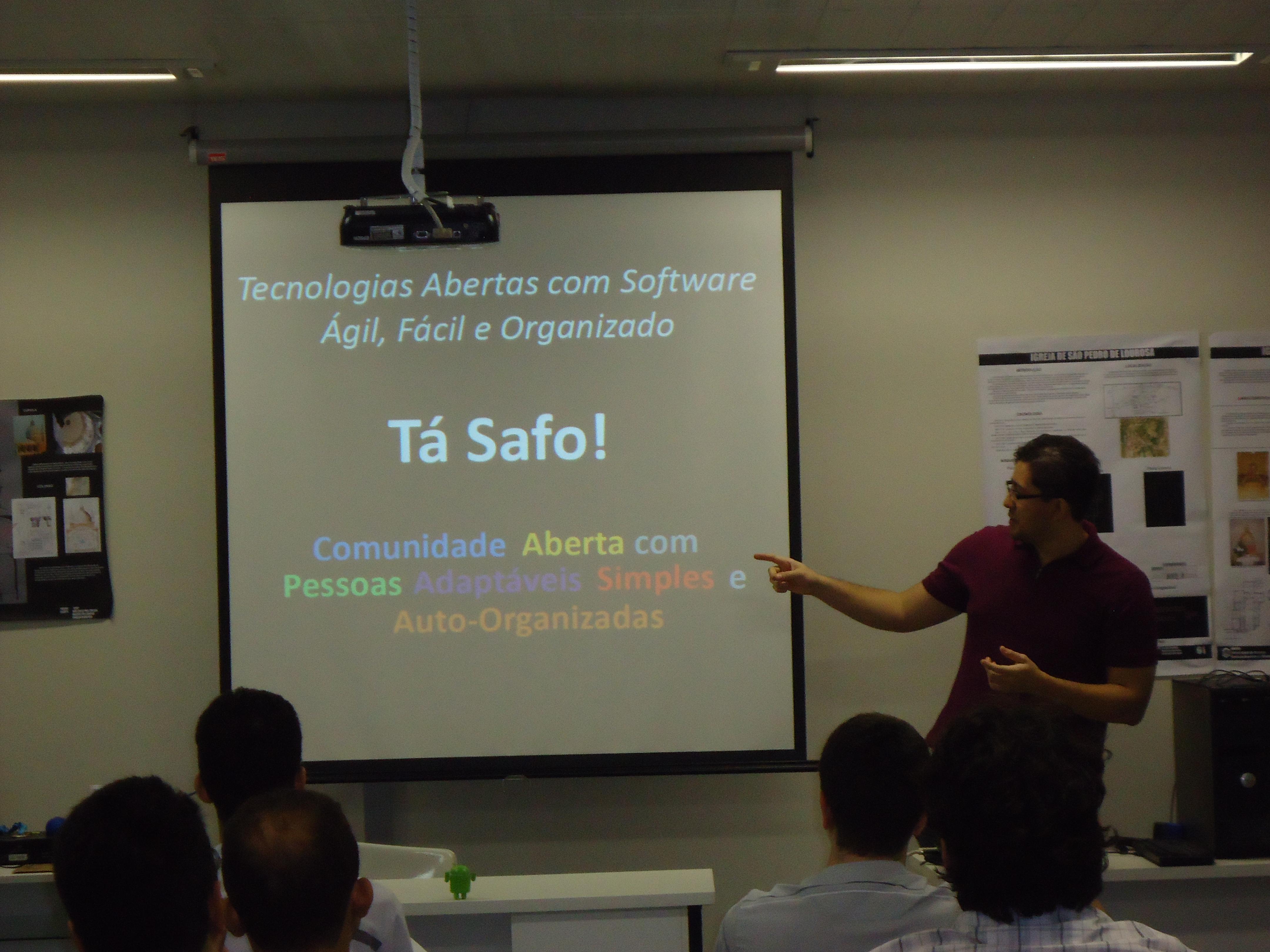 Ramon Rabello apresentando a comunidade Tá Safo!