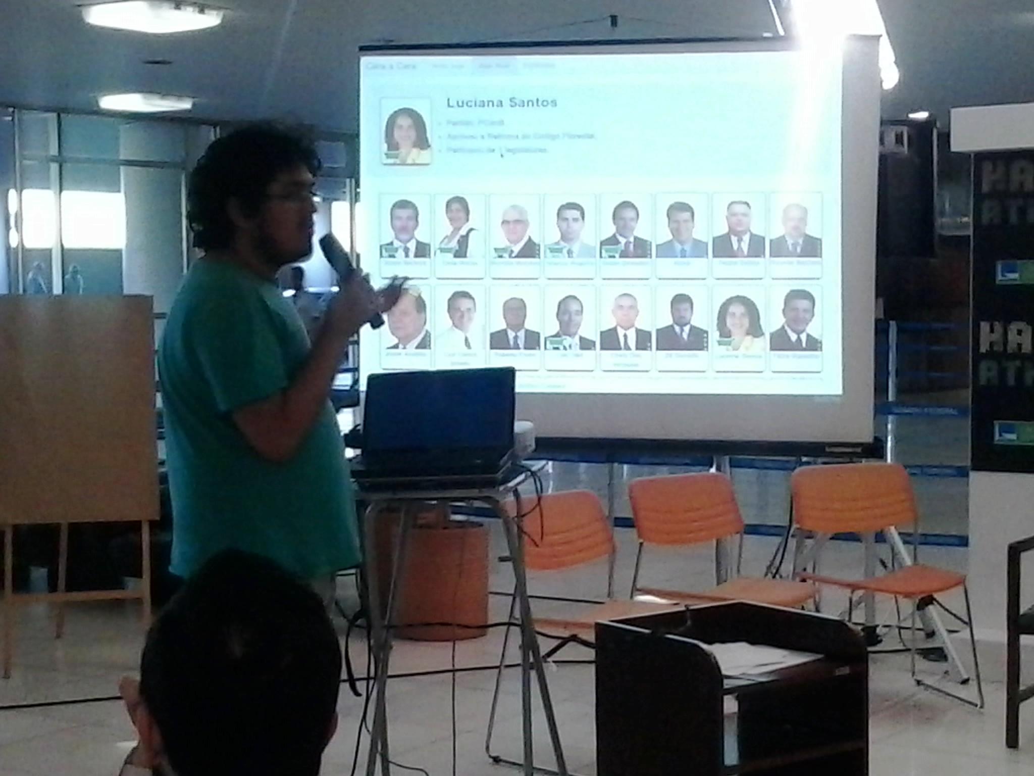 Pessoas apresentando seus projetos no Hackathon
