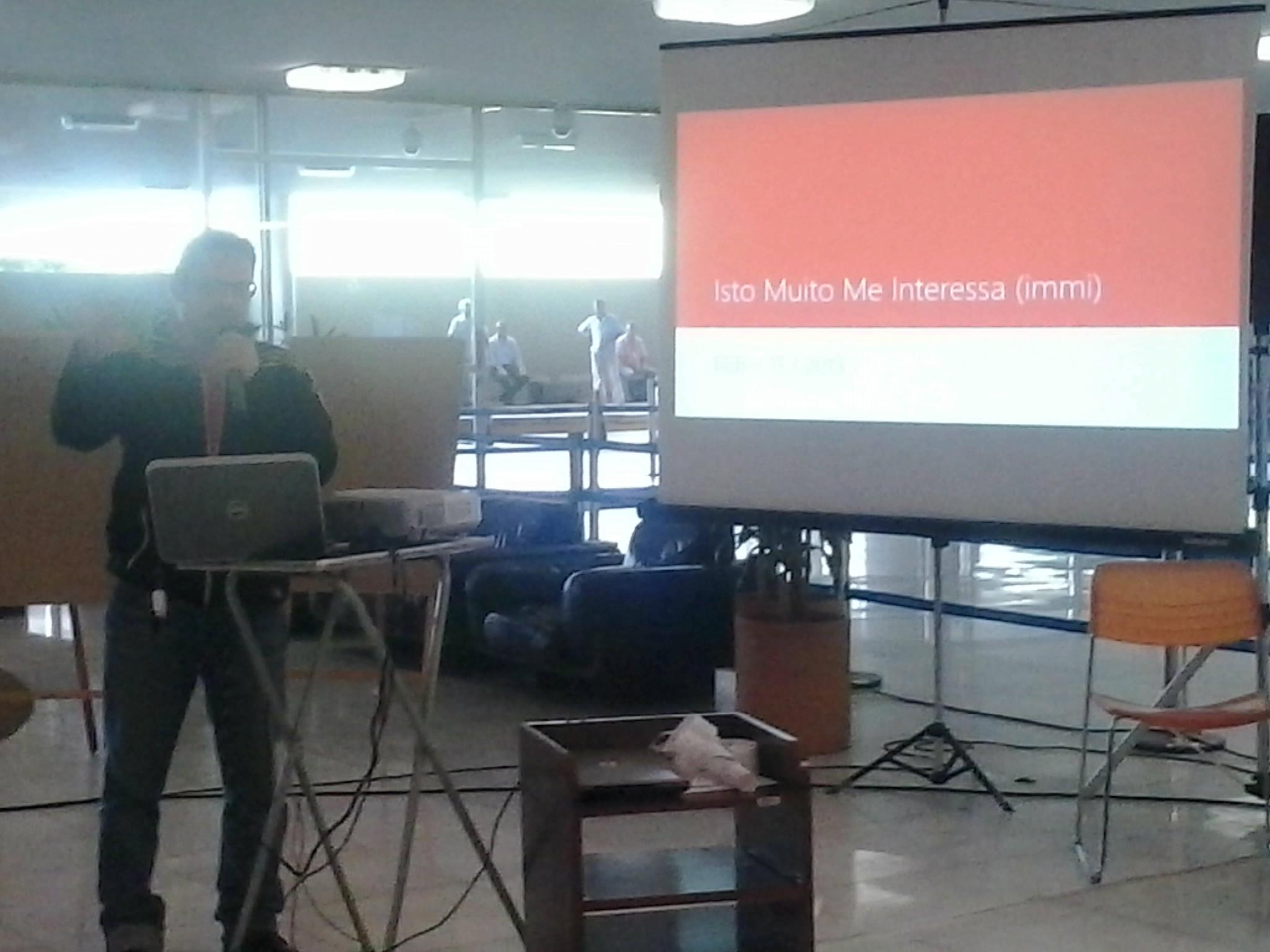 Aldrin Leal apresentando o projeto IMMI, Isto Muito Me Interessa